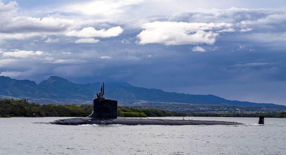Submarino de ataque rápido USS Missouri (SSN 780), da classe Virginia, saindo da base conjunta de Pearl Harbor-Hickam para uma implantação programada na zona da responsabilidade da 7ª Frota, em imagem fornecida pela Marinha dos EUA