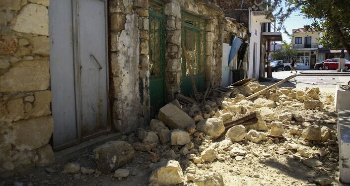 Destruição causada por um terremoto na ilha de Creta, na Grécia