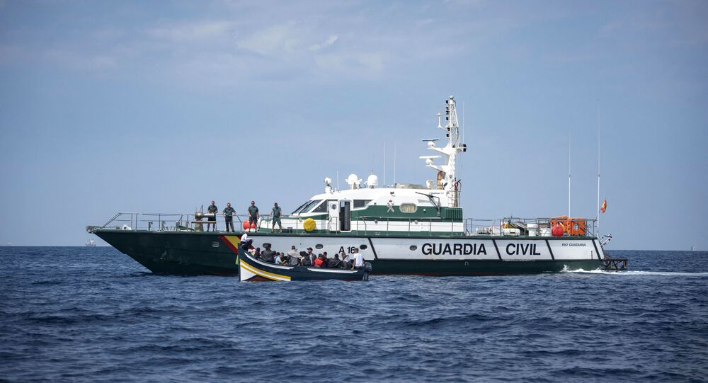 Embarcação da Guarda Civil Espanhola no estreito de Gibraltar