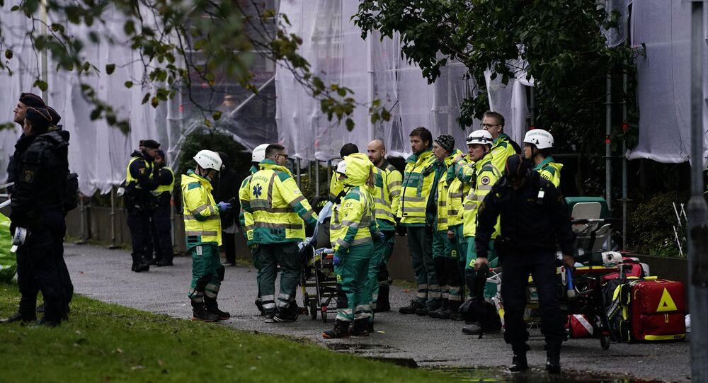 Equipes de resgate trabalham em prédio residencial atingido por explosão na Suécia, em 28 de setembro de 2021