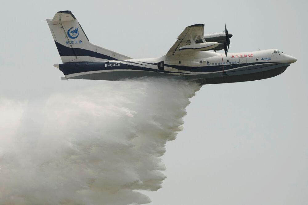 Avião anfíbio AG600 no Show Aéreo da China, 28 de setembro de 2021