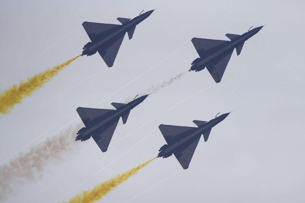 Esquadrilha acrobática August 1st da China em 28 de setembro de 2021
