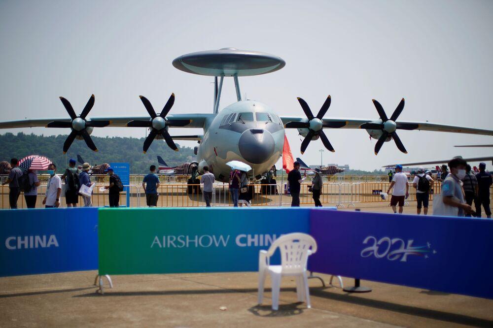 Novo avião de alerta precoce KJ-500 chinês no Show Aéreo da China, 28 de setembro de 2021