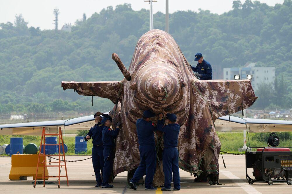 Caça J-10 chinês em Zhuhai, província de Guangdong, China, 28 de setembro de 2021