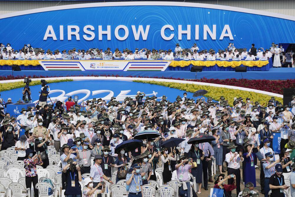 Visitantes assistem ao Show Aéreo da China, 28 de setembro de 2021