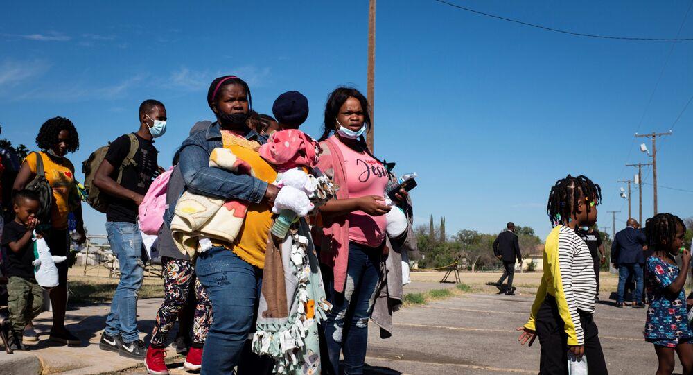 Migrantes requerentes de asilo nos EUA, em Del Rio, Texas, Estados Unidos, 24 de setembro de 2021