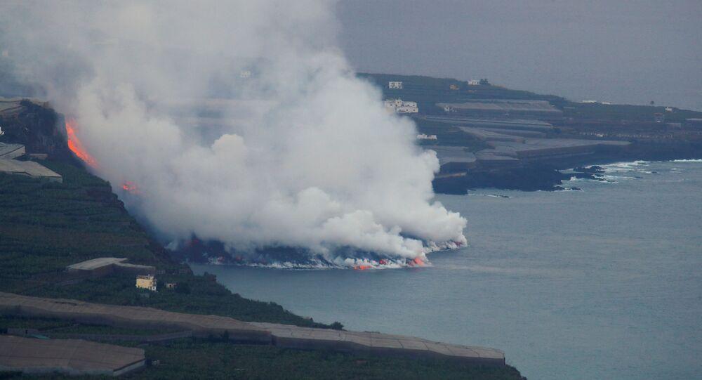 Lava do vulcão chega ao mar em La Palma, Canárias, Espanha, 29 de setembro de 2021