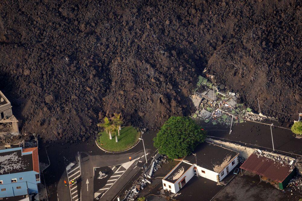 Lava atinge o município de EL Paso, em La Palma, nas ilhas Canárias, Espanha, 23 de setembro de 2021