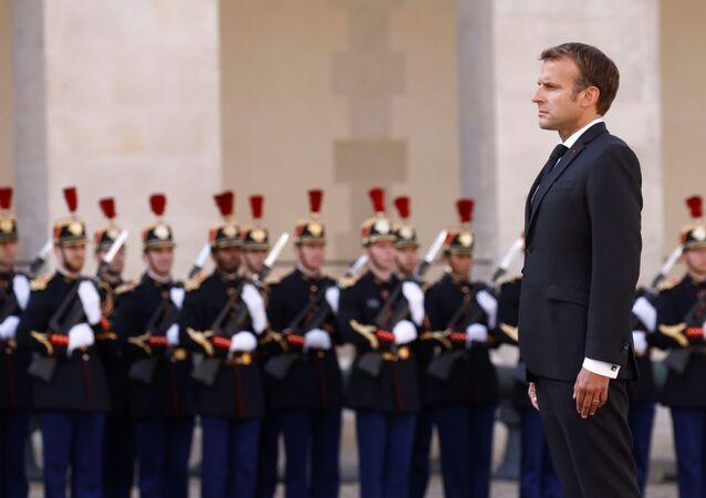Emmanuel Macron, presidente da França, acompanhado de militares da França (imagem referencial)