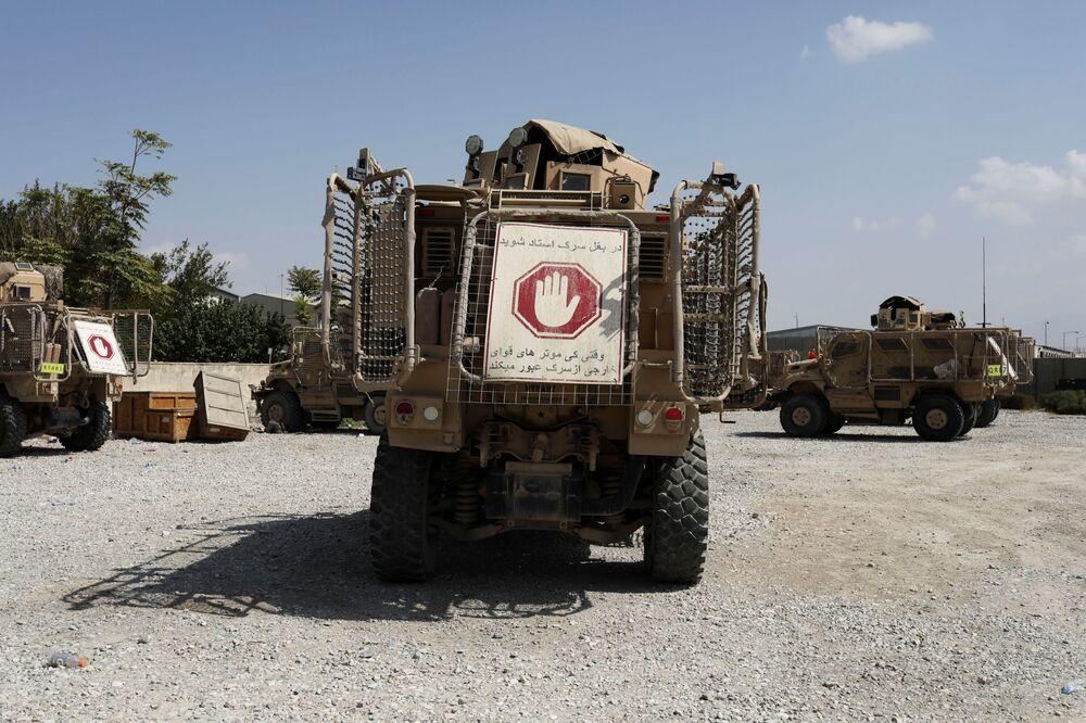 Veículos militares na base aérea de Bagram, na província de Parwan, Afeganistão, 23 de setembro de 2021