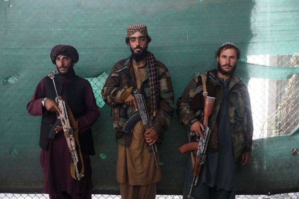 Soldados do Talibã na base aérea de Bagram, na província de Parwan, Afeganistão, 23 de setembro de 2021
