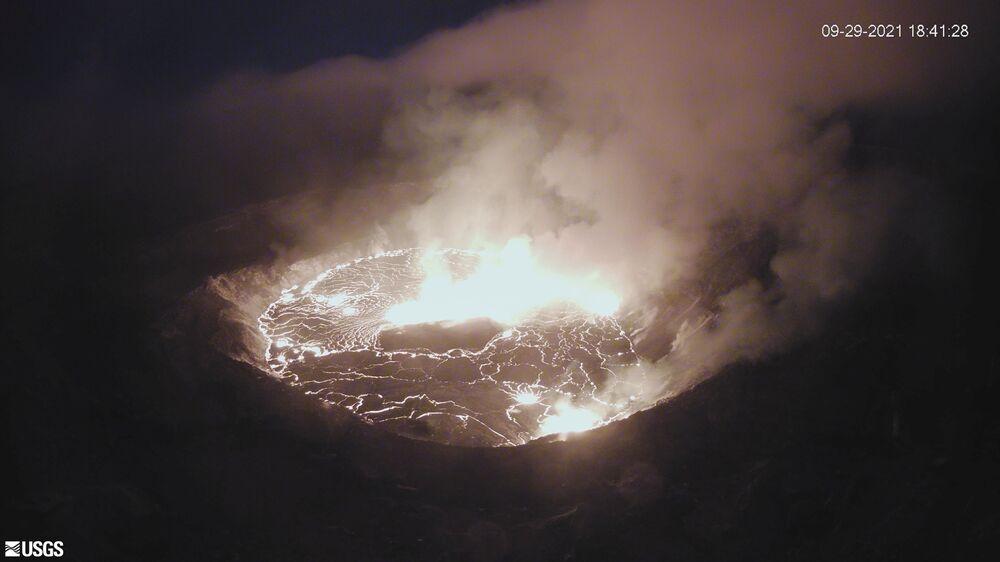 Cratera Halemaumau do vulcão Kilauea no Havaí