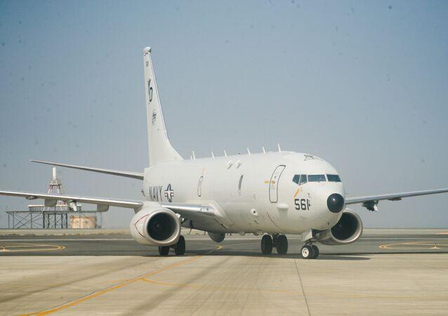 Aeronave de patrulha e reconhecimento marítimo P-8A Poseidon em uma pista na área de operações da 5ª Frota dos EUA, 11 de julho de 2021