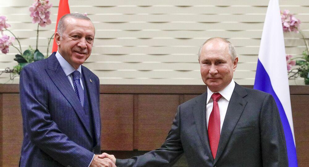 Presidente turco, Recep Tayyip Erdogan, e presidente russo, Vladimir Putin, durante o encontro em Sochi, Rússia, 29 de setembro de 2021