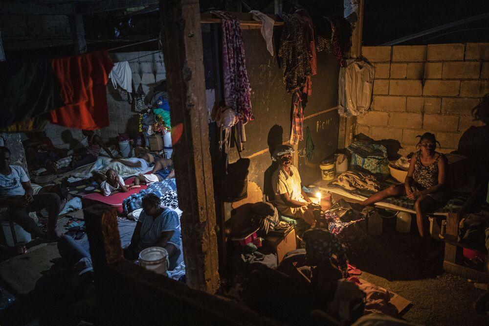 Pessoas deslocadas em uma escola transformada em abrigo de longa duração, em Porto Príncipe, Haiti, 16 de setembro de 2021