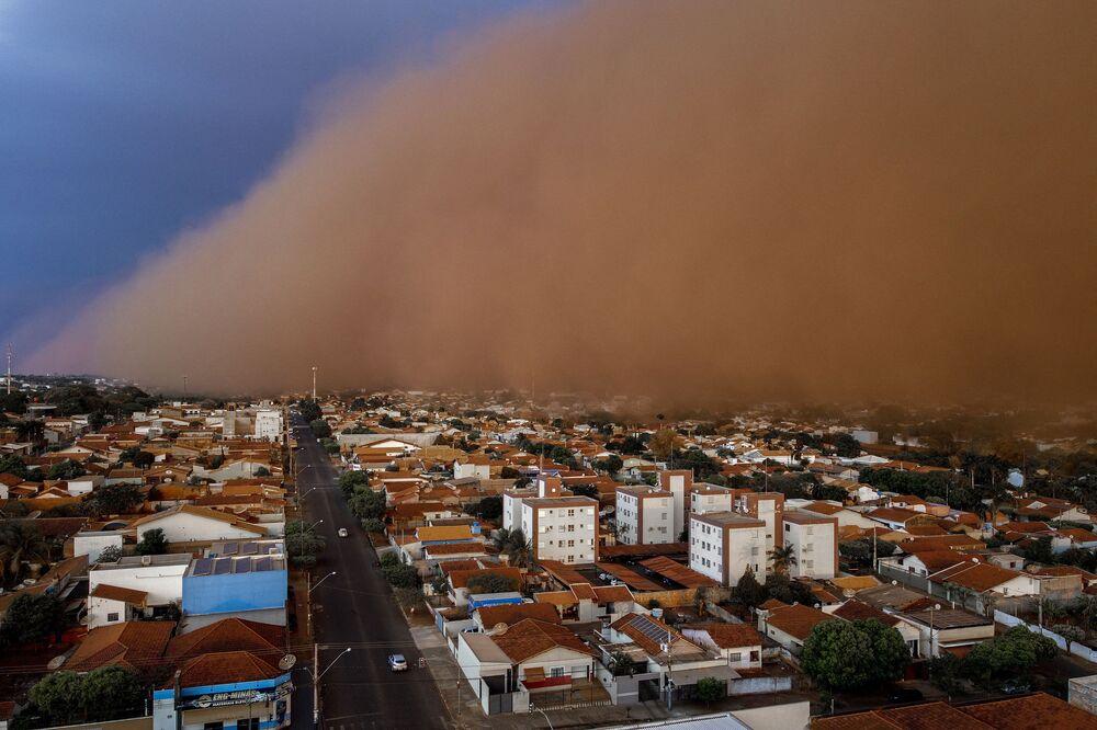 Grande tempestade de areia na cidade de Frutal, estado de Minas Gerais, Brasil, 26 de setembro de 2021