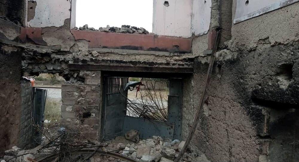 Casa de oficial Ajmal Omar em Kodi Khel, província de Nangarhar, destruída em ataque, Afeganistão, 23 de setembro de 2021