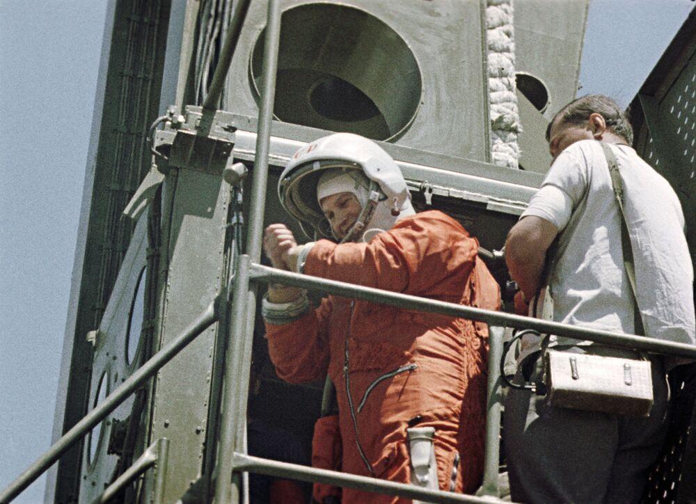 Valentina Tereshkova, a primeira mulher cosmonauta a viajar ao espaço, antes de seu voo em 16 de junho de 1963