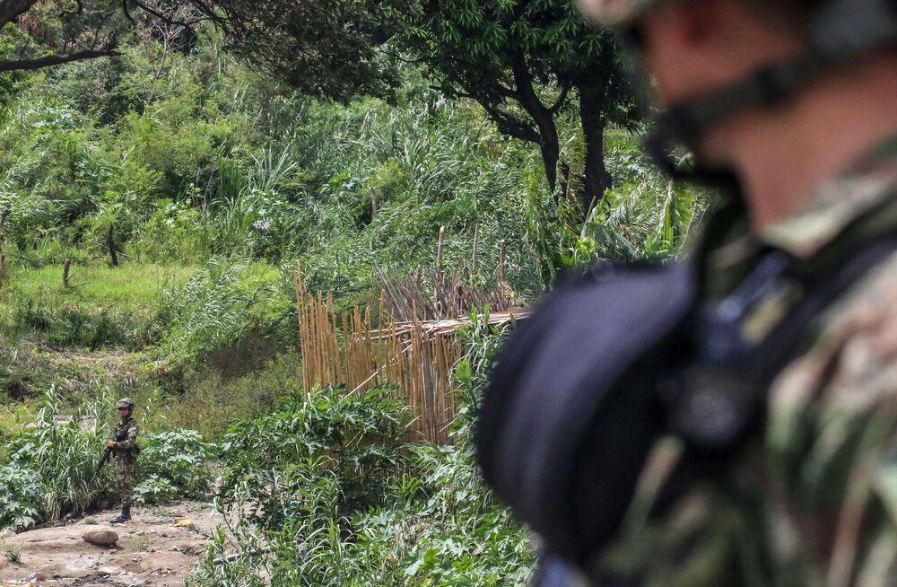 Soldados colombianos patrulham os arredores da Ponte Internacional Simón Bolívar, 4 de outubro de 2021