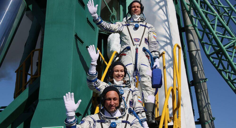 Membros da tripulação principal da 66ª missão à Estação Espacial Internacional antes do lançamento da espaçonave Soyuz MS-19. O objetivo da viagem é fazer um filme no espaço, 5 de outubro de 2021