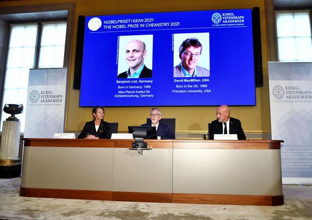 Anúncio dos vencedores do Prêmio Nobel de Química de 2021 na Academia Real das Ciências da Suécia, Estocolmo, 6 de outubro de 2021