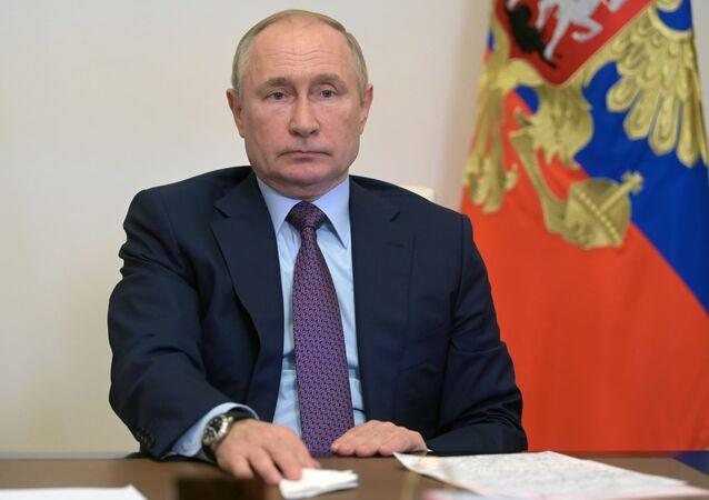 Vladimir Putin, presidente da Rússia, realiza reunião sobre o desenvolvimento energético por videoconferência, 6 de outubro de 2021
