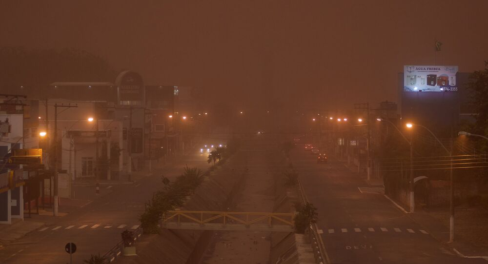 Nuvem de poeira atinge a cidade de Franca, no interior de São Paulo, após longo período de estiagem, 26 de setembro de 2021