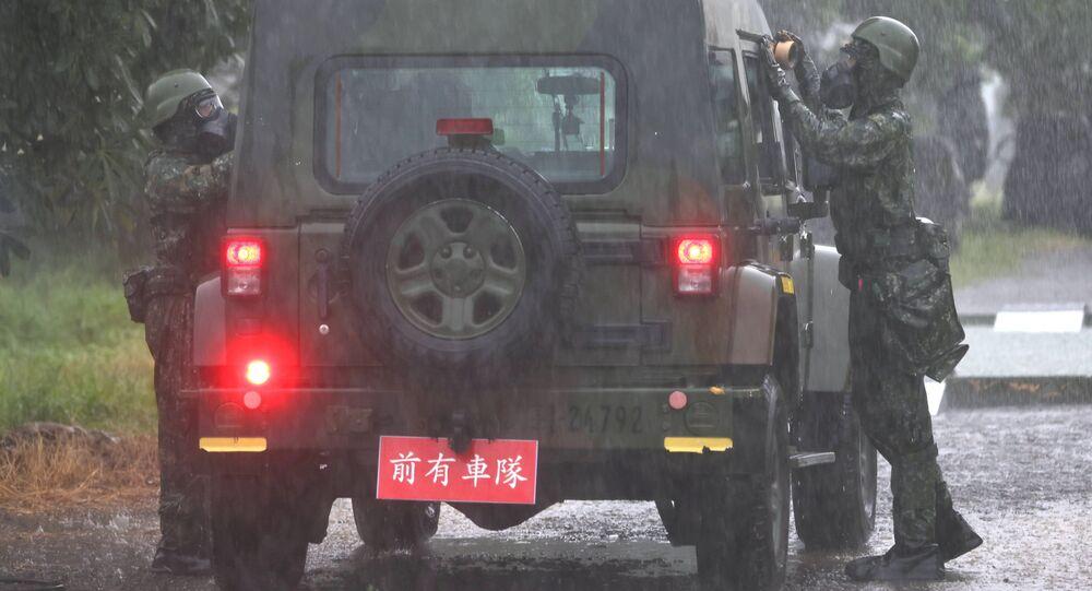 Soldados participam de simulação de guerra biológica e química durante a simulação militar anual Han Kuang em Tainan, Taiwan, 13 de setembro de 2021