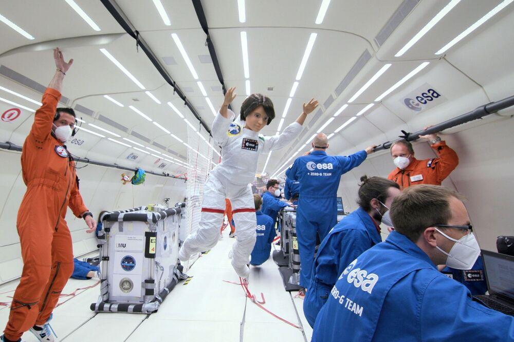 Boneca representando a astronauta italiana Samantha Cristoforetti utilizada em voo de gravidade zero da Agência Espacial Europeia (ESA, na sigla em inglês), em localização desconhecida