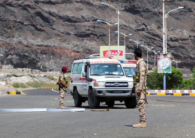 Membros do Conselho de Transição do Sul na cidade de Áden, Iêmen