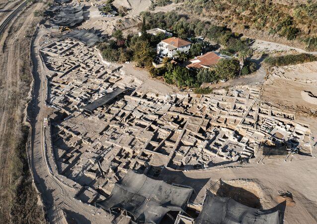 Uma foto aérea tirada por um drone mostra um enorme complexo de vinificação antigo que remonta a cerca de 1.500 anos em Yavne, ao sul de Tel Aviv, Israel, 11 de outubro de 2021
