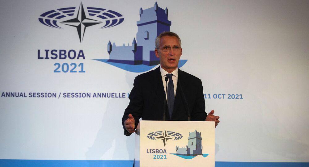 Secretário-Geral da OTAN, Jens Stoltenberg, fala durante 67ª Assembleia Parlamentar da OTAN, em Lisboa, Portugal, em 11 de outubro de 2021
