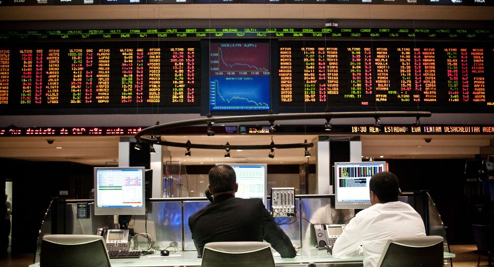 Painéis de indicadores econômicos na sede da Bolsa de Valores de São Paulo