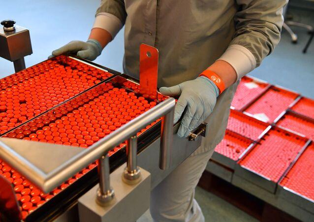Produção da vacina russa EpiVacCorona anti-COVID-19 na fábrica da empresa farmacêutica Geropharm, na região de Moscou, Rússia