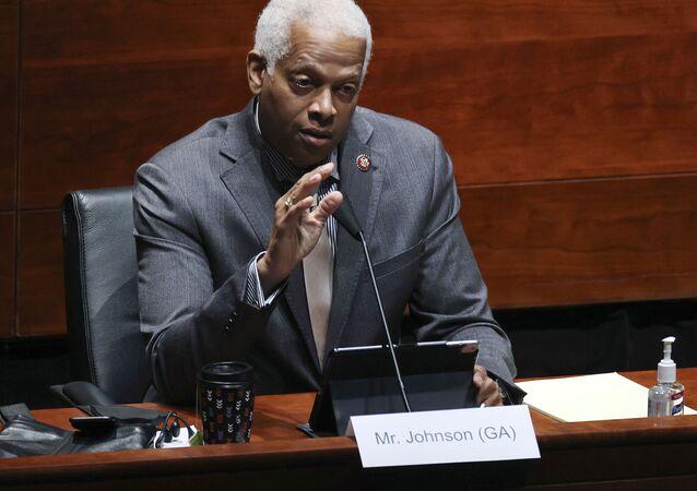 Congressista democrata, Hank John, autor da carta enviada a Biden, durante uma audiência do Comitê Judiciário da Câmara sobre a supervisão do Departamento de Justiça em Washington, EUA (foto de arquivo)
