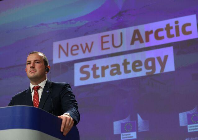 Comissário Europeu para o Meio Ambiente, Oceanos e Pescas, Virginijus Sinkevicius, durante apresentação da nova estratégia da Comissão Europeia para o Ártico na sede da Comissão Europeia, em Bruxelas, em 13 de outubro de 2021