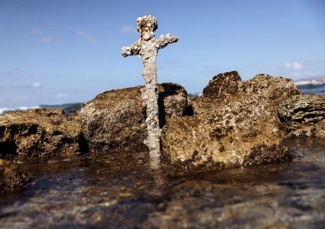 Espada de 900 anos de cavaleiro das Cruzadas  é encontrada no mar Mediterrâneo, na costa norte de Israel