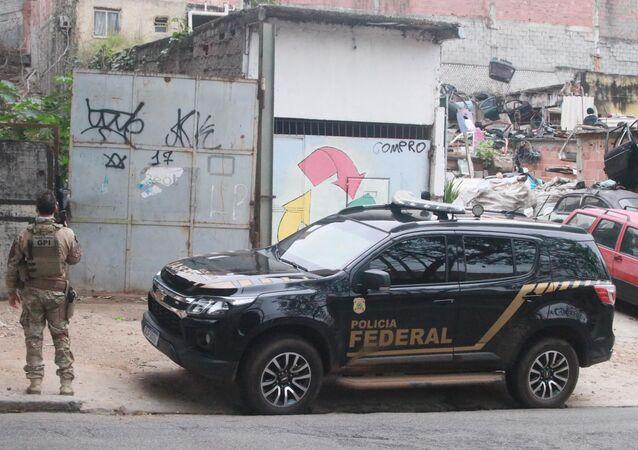 Policiais federais fizeram numa operação para cumprir mandado de prisão em uma comunidade no bairro do Sampaio, na Zona Norte do Rio de Janeiro (RJ). Os criminosos conseguiram fugir do local, 9 de agosto de 2021