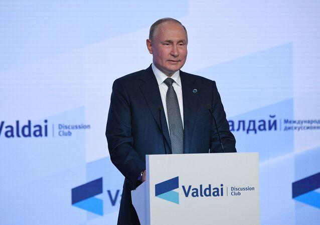 Vladimir Putin, presidente da Rússia, fala em sessão plenária da 18ª Reunião Anual do Clube Valdai de Discussões Internacionais, Moscou, Rússia, 21 de outubro de 2021