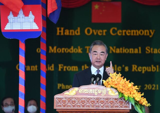 O ministro das Relações Exteriores da China, Wang Yi, fala durante cerimônia em Phnom Penh, Camboja. Foto de arquivo