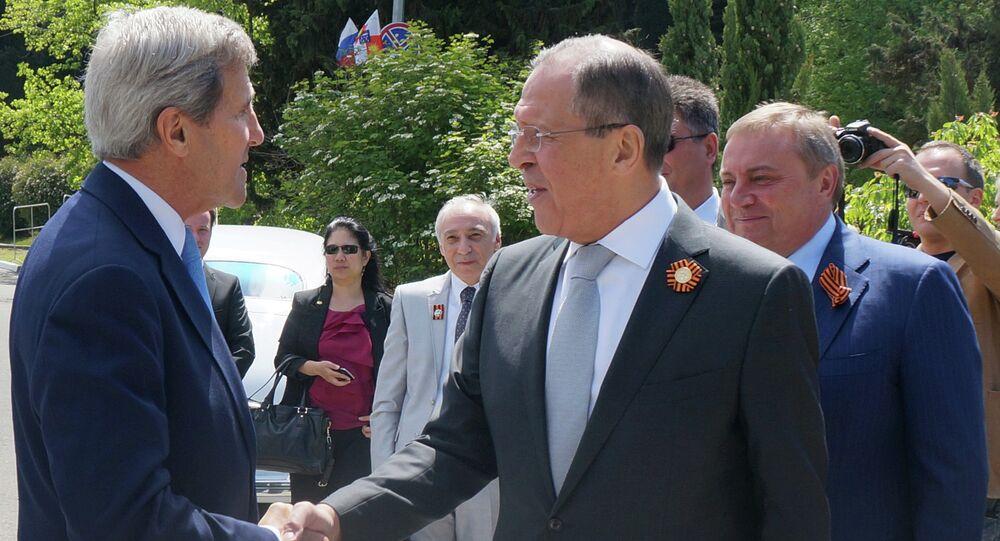 Sergei Lavrov e John Kerry em Sochi