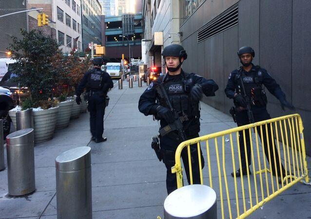 Polícia faz bloqueio após ataque terrorista em Nova York. 11 de dezembro de 2017.