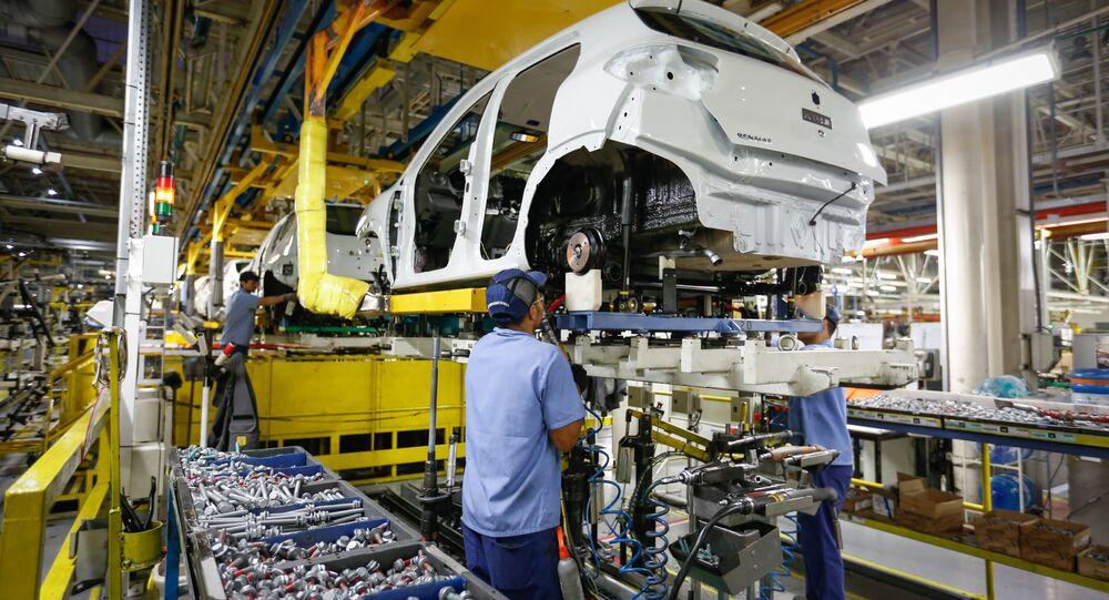 A produção industrial brasileira cresceu 7% em abril, em comparação com maio deste ano, segundo a Pesquisa Industrial Mensal (PIM), do Instituto Brasileiro de Geografia e Estatística (IBGE)