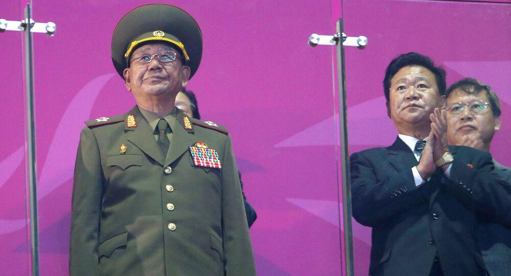 General Hwang Pyong-so nos Jogos Asiáticos de 2014 (à esquerda)