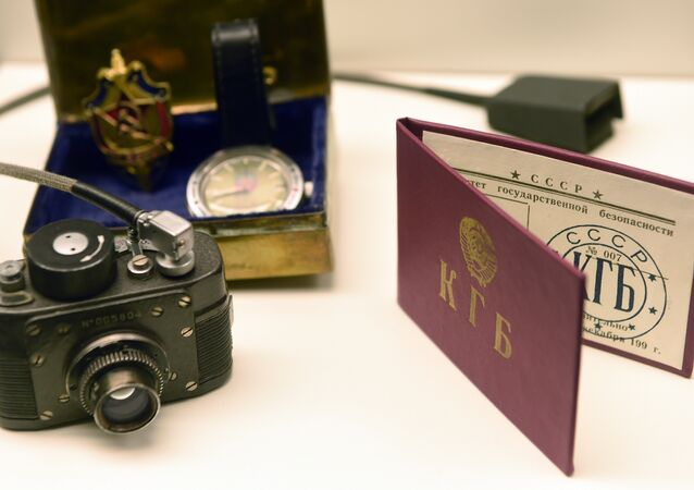 Kit do agente da agência secreta soviética KGB no Museu de Espionagem na cidade alemã de Oberhausen