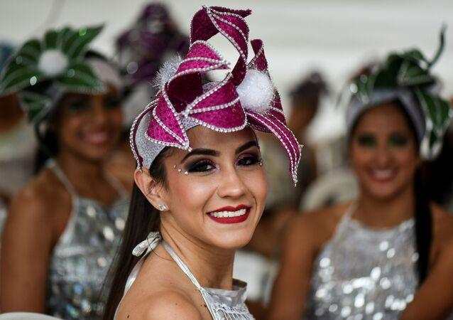 Dançarinas de salsa durante o 60º festival de salsa Salsódromo, na cidade de Cali