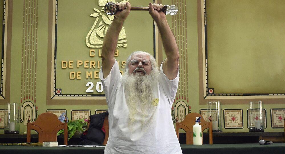 Antonio Vázquez durante sua coletiva de imprensa tradicional realizada na Cidade do México em 4 de janeiro de 2018