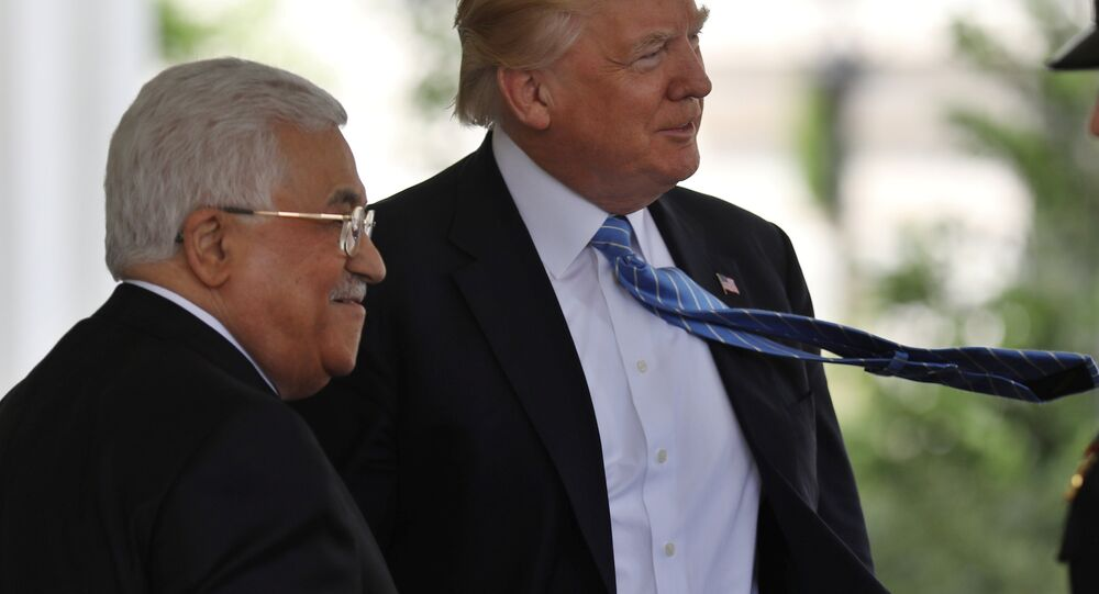 Presidente dos EUA, Donald Trump, recebe o líder palestino, Mahmoud Abbas, na Casa Branca (foto de arquivo)