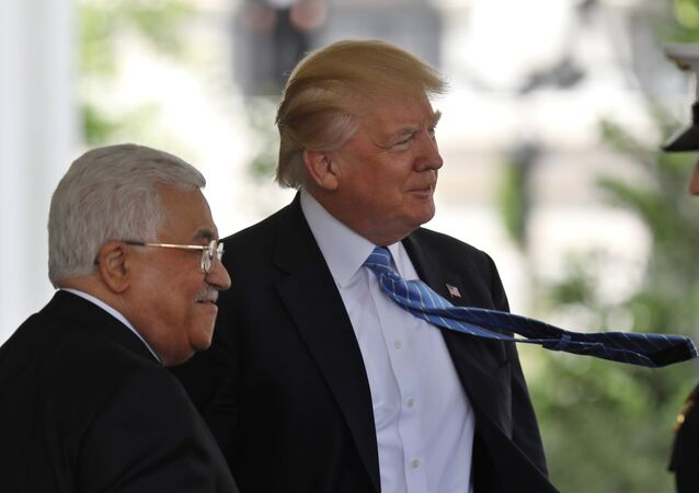 Presidente dos EUA, Donald Trump, recebe o líder palestino, Mahmoud Abbas, na Casa Branca