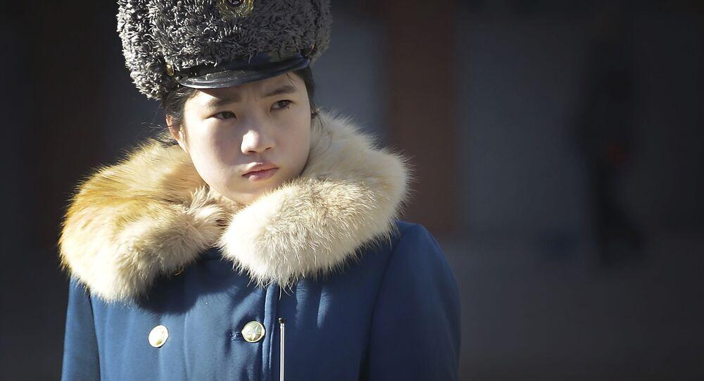 Agente de trânsito norte-coreana